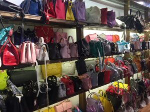 bags-display-case-shelf
