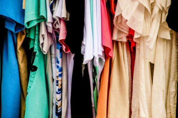 vaudra-hangin-clothes